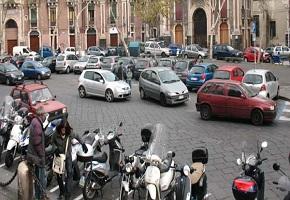 piazza dante Catania, traffico e parcheggi: un inferno